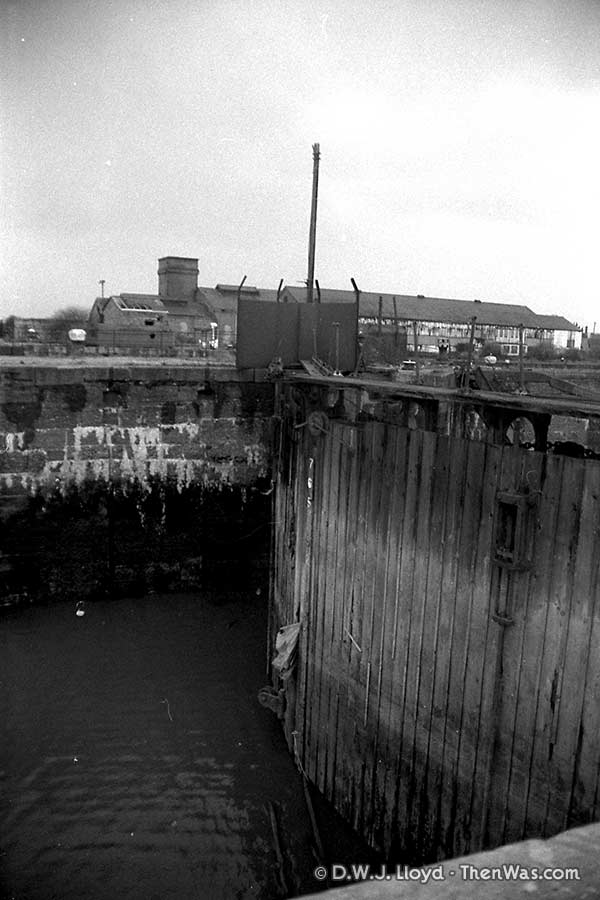 Another view of one of the gates on the Mount Stuart Graving Docks (circa 1989)