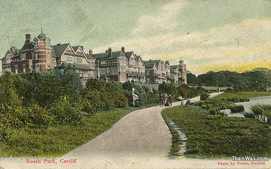 Early view of the grand lakeside houses circa 1905